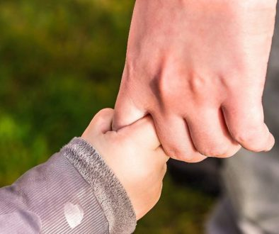 hands-1165x775